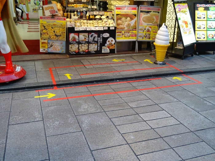 [Japan in Pictures] Standing in Line | lostmyheartinjapan.com